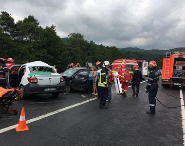 Accident cu şase răniţi pe DN 1; două maşni s-au ciocnit, traficul fiind blocat între...