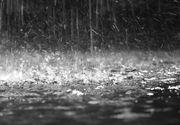 VIDEO  O ploaie torenţială a inundat complet centrul oraşului Râmnicu Vâlcea