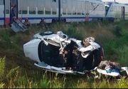 Mașină făcută praf de un tren. O persoană a murit, iar alte trei au fost grav rănite