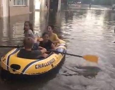 VIDEO | Distracție cu barca, după o ploaie torențială, în Constanța