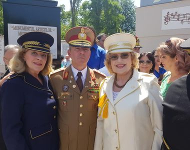 Corina Chiriac, Stela Enache și Daniel Iordăchioaie au îmbrăcat hainele militare FOTO