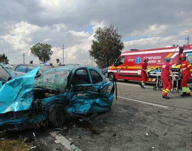VIDEO | Cinci persoane au fost rănite într-un accident rutier petrecut în judeţul...