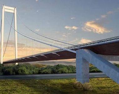 Un bărbat a murit pe şantierul podului suspendat peste Dunăre, fiind strivit de câteva...