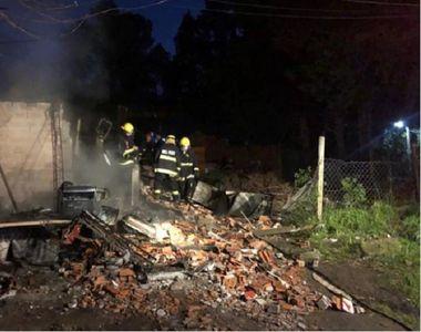 Cinci copii au murit în somn după ce casa în care locuiau a ars