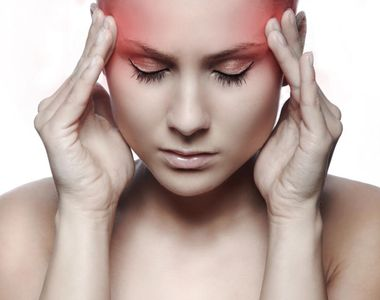 Semne clare care îţi spun că durerea de cap pe care o ai poate fi fatală