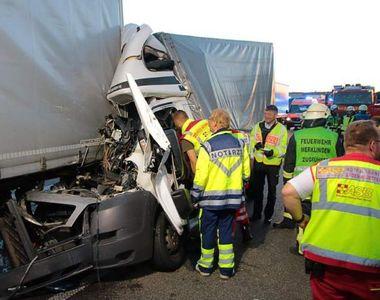 Accident grav pe o autostradă din Germania! Un român a fost găsit strivit în cabina...