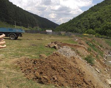 Un bărbat care a aruncat deşeuri din construcţii în albia unui râu, amendat de Garda de...