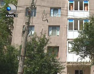 VIDEO | Reabilitare cu scandal a unui bloc din București. Trebuie demolate balcoanele