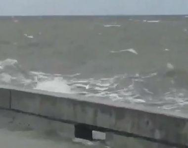 Furtuna Barry, un potenţial uragan, soseşte în statul american Louisiana şi provoacă...