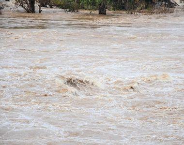 Cod galben de inundaţii în zece judeţe, în următoarele ore; hidrologii avertizează că...