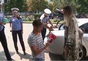 Cerere în căsătorie inedită la Buzău. Percheziționarea mașinii de către polițiști și pachetul suspect vor rămâne o amintire memorabilă pentru tânăra logodnică
