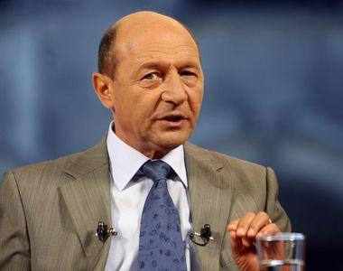 """Băsescu spune că Iohannis i-a păcălit pe români, """"cu sau fără voia sa"""""""