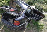 Un mort şi patru răniţi cu vârste cuprinse între 12 şi 32 de ani, după ce o autoutilitară şi un autoturism s-au ciocnit pe DN 65