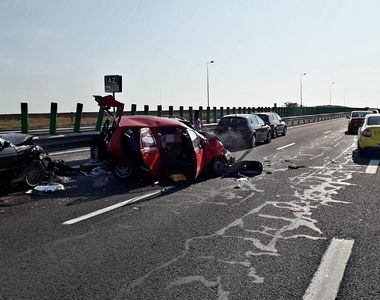 Patru persoane rănite după ce trei maşini s-au ciocnit pe Autostrada Soarelui