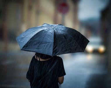Cod galben de ploi torenţiale, descărcări electrice şi vijelii, în cea mai mare parte a...