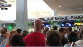 VIDEO | Haos în aeroport! Sute de pasageri au fost blocați la intrarea în țară