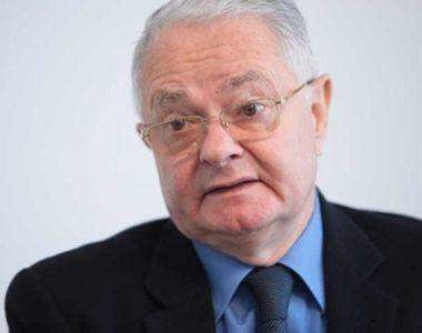 VIDEO Imagini rare! Virgil Măgureanu, fostul șef al SRI, se plimbă singur pe malul...