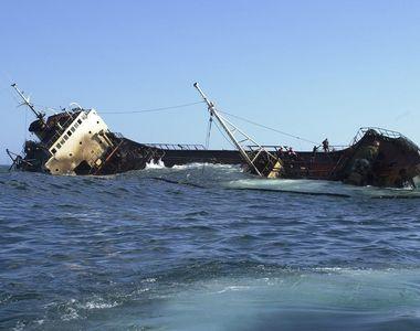 Aproximativ 150 de persoane ar fi murit după ce o navă s-a scufundat în apropierea...
