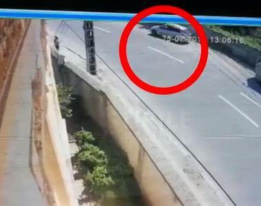 Imagini explozive cu criminalul din Caracal: A fost filmat în timp ce aruncă...