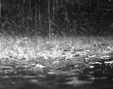 Potop în Capitală: Cod galben de ploi și grindină - VIDEO