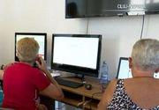 VIDEO | Ce învață pensionarii clujeni la cursurile de informatică
