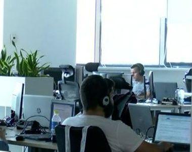 VIDEO | Job-ul pe care și l-ar dori oricine. Stai la birou, dar te simți ca în vacanță