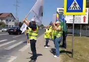 Protestatarii care vin de la Iaşi spre Bucureşti au blocat drumul european 85 - VIDEO
