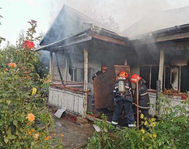 Incendiu la o chilie a mănăstirii Agafton din judeţul Botoşani! Peste 20 de pompieri...