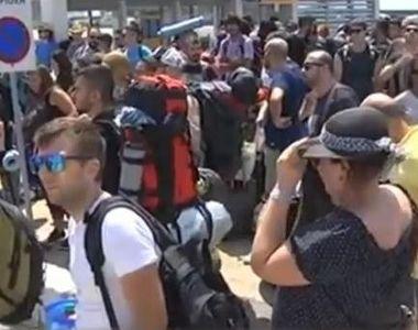 Sute de români blocaţi pe o insulă din nordul Greciei. Feriboturile s-au stricat şi au...
