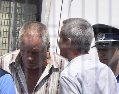 Două tone de haine de femeie găsite în curtea criminalului Gheorghe Dincă