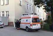 Copil de trei ani, transportat de urgenţă la spital, după ce a căzut de la etajul doi, la Timişoara