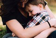 O româncă din Italia a fost găsită încleștată în jurul copilului ei pe care încerca să-l protejeze în timp ce soțul îi lovea pe amândoi cu un baston