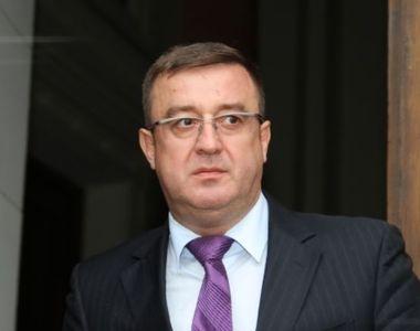 Fostul şef al ANAF Sorin Blejnar, soţia sa şi alţi doi foşti funcţionari publici,...