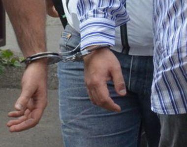 Trei bărbaţi, reţinuţi pentru lipsire de libertate în mod ilegal şi viol asupra a doi...