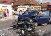 Accident grav în Maramureș! Un mort şi doi răniţi, după ce două mașini s-au ciocnit frontal
