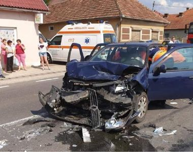 Accident grav în Maramureș! Un mort şi doi răniţi, după ce două mașini s-au ciocnit...