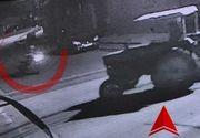 VIDEO   Momenntul în care doi tineri au intrat cu motocicleta într-un tractor. Impactul a fost devastator