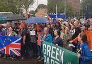 Mii de britanici au ieșit în stradă miercuri seară, după ce premierul Boris Johnson a anunțat că suspendă activitatea Parlamentului