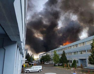 Incendiu puternic în nordul Capitalei. RO-ALERT a trimis un mesaj de urgență