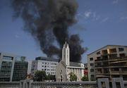 """Mărturiile unei femei care lucra în clădirea cuprinsă de flăcări din nordul Capitalei: """"Toată lumea țipa: ieșiți afară"""""""