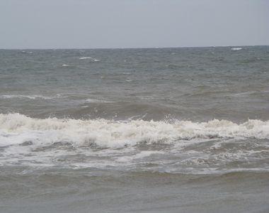 Trupul bărbatului care a dispărut în mare după ce a salvat doi copii de la înec, a fost...