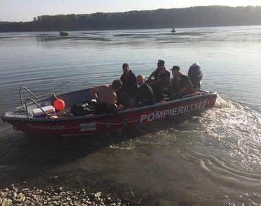 Fată dispărută în apele Dunării, căutată de pompieri şi scafandri