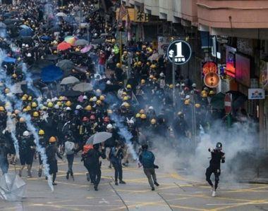 Protestatarii din Hong Kong au ameninţat că vor bloca căile rutiere spre aeroport;...