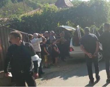 Lacrimi și multă suferință la înmormântarea lui Silviu, tânărul care a salvat doi copii...