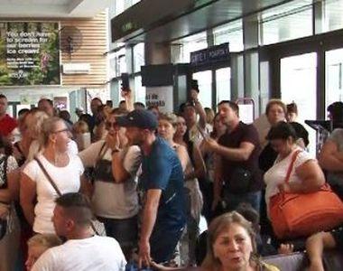 VIDEO | Scandal uriaș într-un aeroport din România. 160 de pasageri s-au revoltat
