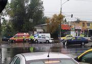 Mașină de poliție lovită în plin în trafic