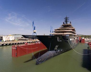 Cel mai mare iaht din lume a părăsit şantierul naval din Tulcea