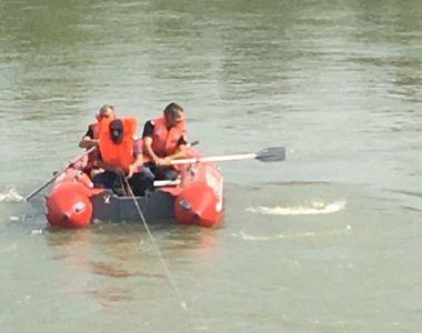 Bărbat înecat, după ce a încercat să traverseze râul Olt