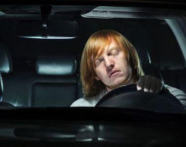 Scene șocante pe șosea. Șoferul unui autoturism a adormit la volan în timp ce mașina se...