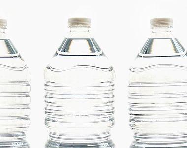 Particule de plastic în apa plată pe care o bem! Acesta este motivul pentru care...